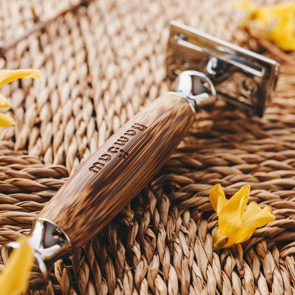 Bambaw Bamboo Safety Razor 2 Lifestyle 05