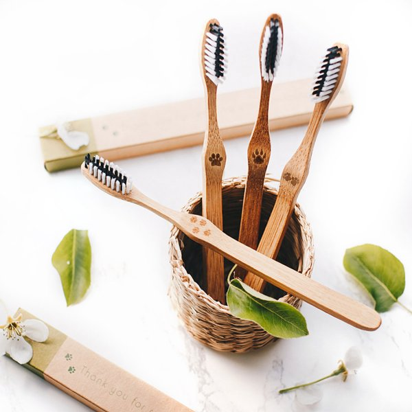 Bambaw Toothbrush 2 Lifestyle Medium 01